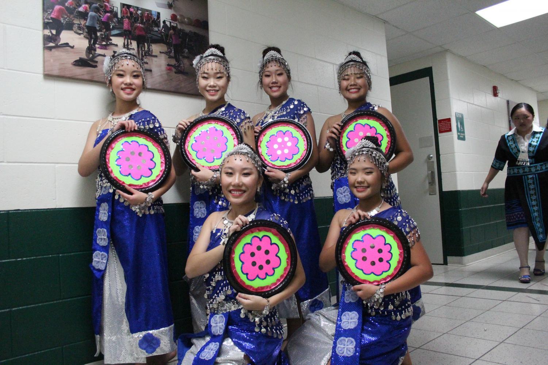 Hmong dance group Ntxaihs Qaum Ntuj