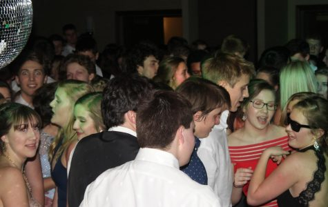 Seniors Enjoy Their Last Dance at Senior Ball