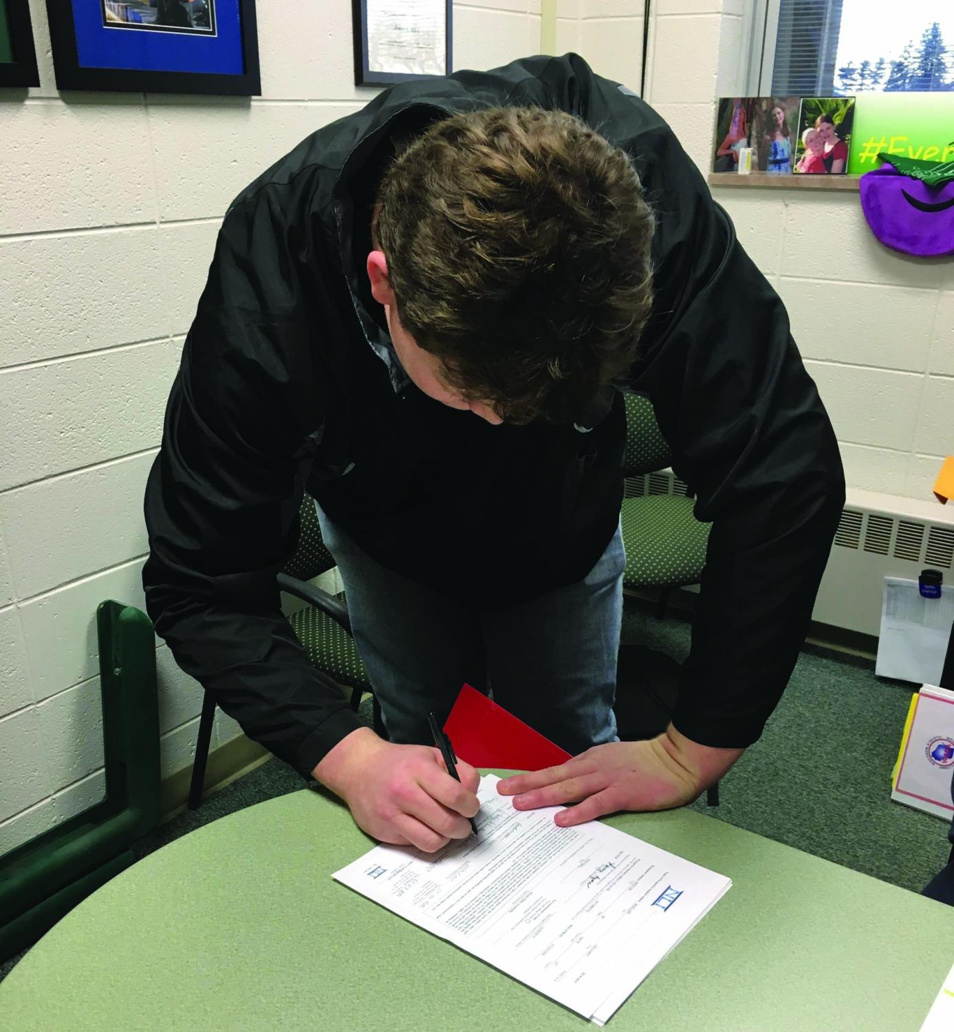 D.C. Everest Senior, Zach Mueller, signed his letter of intent with Illinois Dec. 20 to play football for the Redbirds.