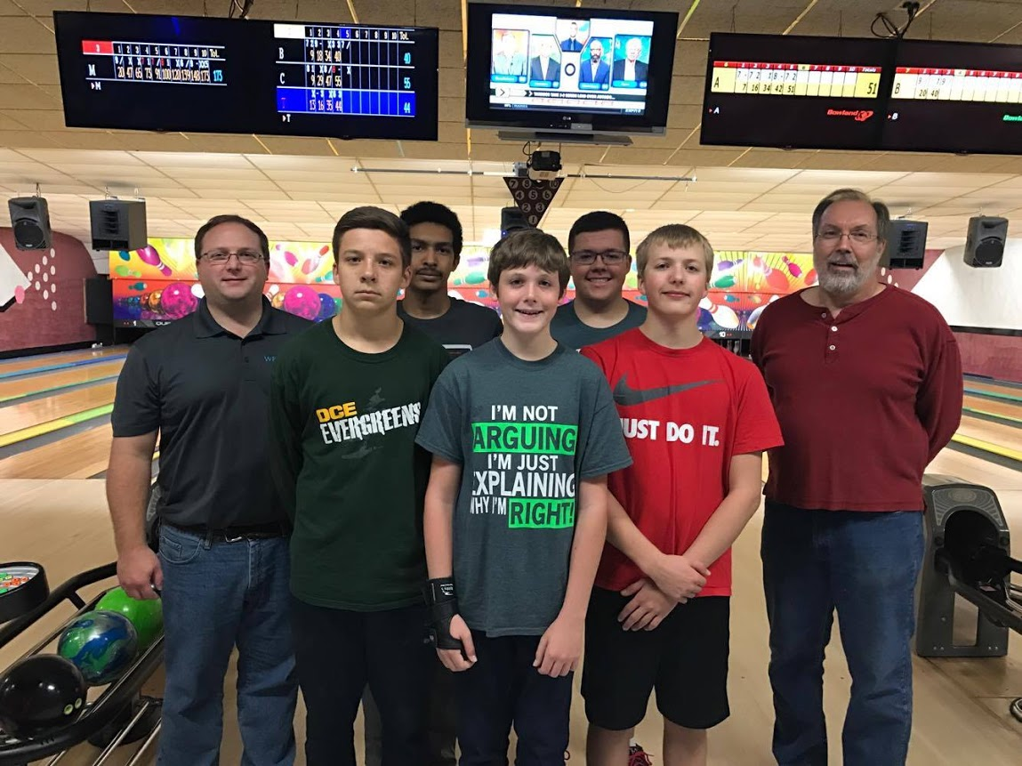 D. C. Everest Bowling Team takes a picture after practice