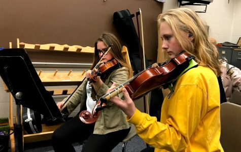 Hearing Impairment Can't Stop Student's Musicality