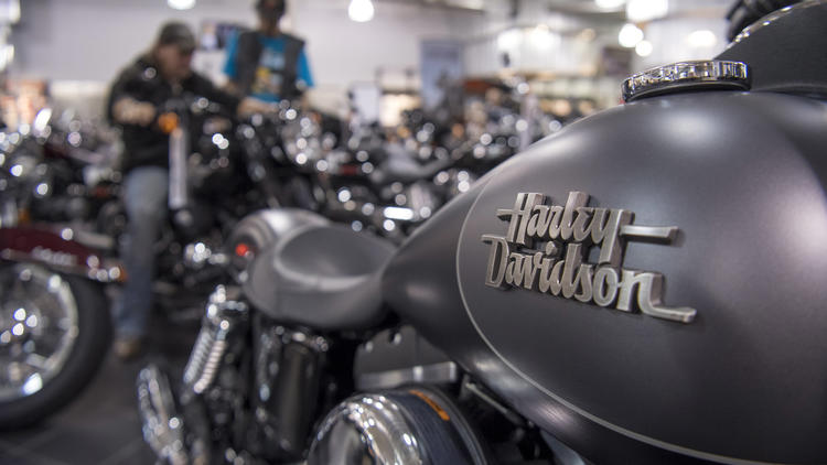 Harley-Davidson+is+looking+for+interns+to+drive+their+motorcycles+around+the+country%2C+and+all+one+needs+to+do+is+to+post+them+on+their+social+media.+The+motorcycle+manufacturer+is+looking+for+social+media+enthusiasts.+