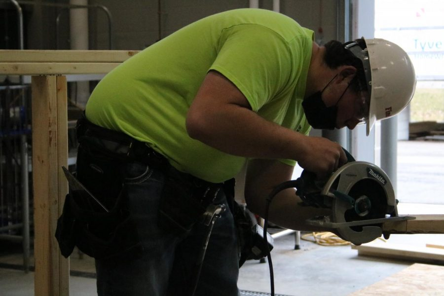 Students go head-to-head in construction competition